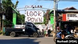 Warga di Yogyakarta dan kawasan lain mulai membatasi akses masuk kampung sebagai upaya meminimalisasi penyebaran virus corona. (Foto: VOA/ Nurhadi)