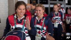 Các vận động viên của đoàn Olympic Nga chuẩn bị lên xe buýt sau khi đến sân bay quốc tế Rio de Janeiro, ngày 29/7/2016.