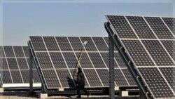 پاک سازی صفحات خورشیدی در نیروگاه انرژی خورشیدی