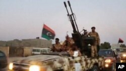Para anggota milisi Libya (foto: dok). Kawanan bersenjata menculik duta besar Yordania di Tripoli Selasa (15/4).