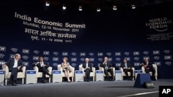 Delegates attend closing session of WEF India Economic Summit, Mumbai, Nov. 14, 2011.