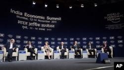 Delegates attend closing session of WEF India Economic Summit, Mumbai, Nov. 14, 2011.