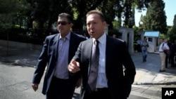 Menteri Keuangan Yunani Yannis Stournaras (kanan) mengatakan pembicaraan dengan para kreditor untuk menyepakati langkah penghematan masih sulit.