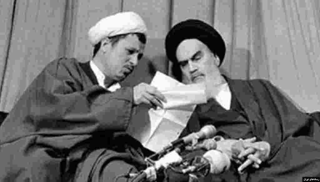 اکبر هاشمی رفسنجانی از اولین روزهای پس از پیروزی انقلاب اسلامی در کنار آیت الله خمینی حضور داشت و از افراد مورد اعتماد او محسوب میشد.