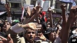 살레 대통령 퇴진을 요구하는 반정부 시위대
