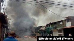 Imagen de la casa natal del expresidente de Venezuela, Hugo Chávez, en el estado Barinas, presuntamente incendiada por manifestantes.