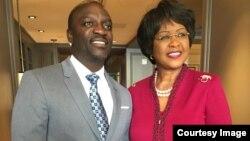 Muimbi wekuAmerica Akon aine mumiriri weAfrican Union kuAmerica, Dr Arikana Chihombori -Quao