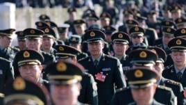 2014年3月中国军队代表走向人大会堂参加人大会议