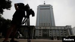 电视摄影记者拍摄济南市中级法院,薄熙来案件将由这个法院审理