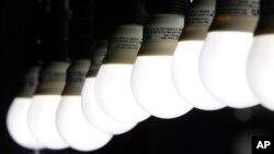 Las tradicionales bombillas redondas podrían ser parte del pasado, gracias a un nuevo diseño delgado propuesto por Phillips.