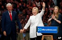 """Hillary Clinton กล่าวทิ้งท้ายในช่วงหาเสียงเลือกตั้งประธานาธิบดีสหรัฐฯว่า """"Thank you, Goodnight and May the Force be with you"""" สร้างเสียงฮือฮาให้กับผู้สนับสนุนอย่างมาก"""