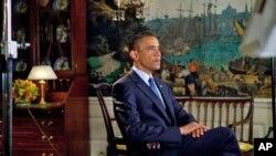 سهرۆک ئۆباما له دهمی تۆمارکردنی وتاره ڕادیۆیییه ههفتانهیییهکهیدا، شهممه 17 ی حهوتی 2010