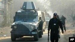 2月3日一辆装甲车将美国外交官戴维斯带离法庭
