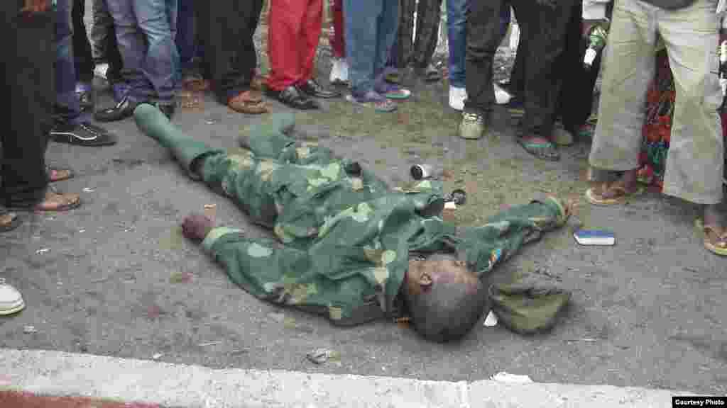 Un soldat gouvernemental tué par le M23 (A. Malivika/VOA)