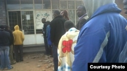 Zimbabweans at a polling station Wednesday