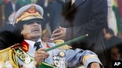 Mouammar Kadhafi, alors à la tête de la Libye, lors d'un défilé militaire à Tripoli, 1er septembre 2009.