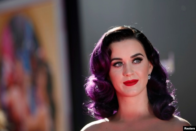 "Cast member and singer Katy Perry poses at the premiere of ""Katy Perry: Part of Me"" at the Grauman's Chinese theatre in Hollywood, California June 26, 2012."