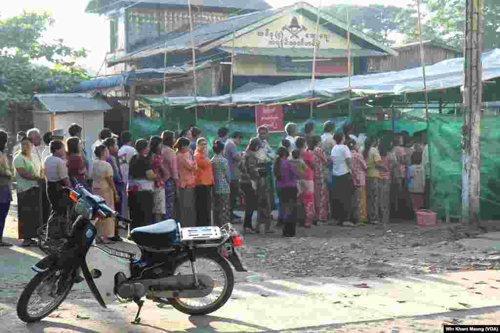 Voters lined up to vote at a polling station in Pyay Township, Nov. 8, 2015.