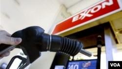 El encarecimiento de la gasolina y el desempleo son las principales razones de la baja en el consumo de los estadounidenses.