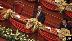 ສອງຜູນຳສູງສຸດຂອງຫວຽດນາມ ທານ Nguyen Tan Dung ນາຍົກລັດຖະມົນຕີທຖືກເລືອກຕງໃໝ ກັບທ່ານ Truong Tan Sang ປະທານປະເທດຄົນໃໝ(ໃສແຫວນຕາ).