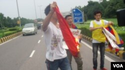 SFT-India Activists Burn Chinese Flag
