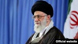 آیت الله علی خامنه ای، رهبر ارشد ایران، گفته است که باوجود فشار های بین المللی برنامۀ بالستیکی آن کشور ادامه خواهد یافت، زیرا اقدام علمی و ضروری است