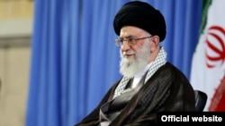 آیت الله علی خامنه ای رهبر جمهوری اسلامی ایران در دیدار با گروهی از دانشجویان - ۲۰ تیر ۱۳۹۴