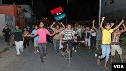 Las celebraciones se iniciaron en los suburbios de Trípoli, como Tajura, y se extendieron a todo el país.