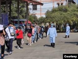 ဒီဇင္ဘာလ ၉ ရက္ေန့က တာခ်ီလိတ္ကေန ေနရပ္ျပန္ၾကတဲ့ ထုိင္းႏိုင္ငံသားမ်ား။ (ဓာတ္ပံု - CNCMC - ဒီဇင္ဘာ ၀၉၊ ၂၀၂၀)