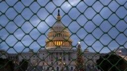 Bế tắc xảy ra khi Tổng thống Donald Trump từ chối tán thành một thỏa thuận tài trợ ngắn hạn vì nó không bao gồm 5 tỉ đôla cho bức tường biên giới của ông.