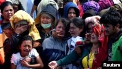 印尼苏门答腊岛一艘渡轮沉没后遇难者亲属悲痛欲绝 - 资料照片