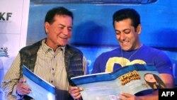 ایک فلم کی ریلیز کے موقع پر سلیم خان اور سلمان خان