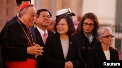 FILE - Archbishop of Tegucigalpa Cardinal Oscar Andres Rodriguez Maradiaga (L) talks to Taiwan's President Tsai Ing-wen (C) during a visit to the Suyapa Cathedral in Tegucigalpa, Honduras Jan. 9, 2017.