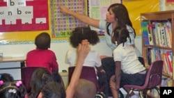 Certains des élèves de l'école Park Learning Center d'Arlington, en Virginie, viennent de familles sans logis