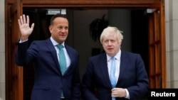 爱尔兰总理瓦拉德卡与英国首相约翰逊9月9日在都柏林。(路透社)
