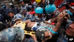 Spašavanje ranjenih u zemljotresu u Nepalu
