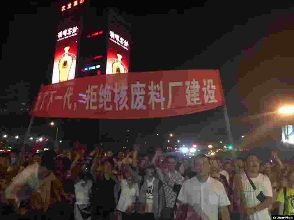 連雲港數以千計市民抗議核廢料處理廠(網絡圖片)
