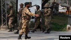 پاکستانی سکیورٹی اہلکار۔ فائل فوٹو