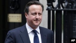 British Prime Minister David Cameron is pressing allies to allow arms shipments to the Syrian opposition.