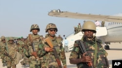 Wanajeshi kwenye uwanja wa ndege huko Djibouti.