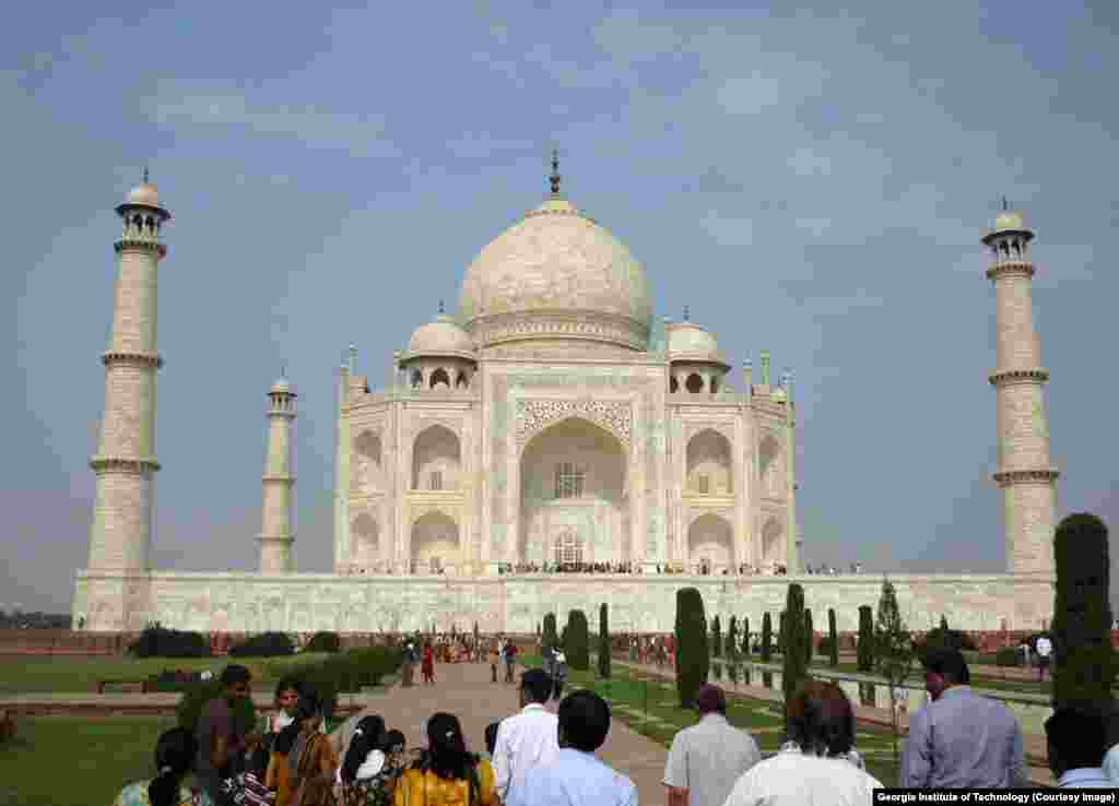 essay historical places india Historic places of india copyright: attribution non-commercial (by-nc)  this historical landmark earned its name gateway to india because it was often the first sight beheld by visitors as they arrived in india by way of the country's busiest port.