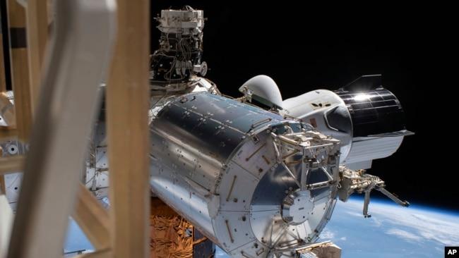 Phi thuyền SpaceX Crew Dragon