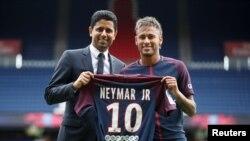 Neymar Jr Gudoomiyaha PSG Nasser Al-Khelaifi REUTERS/Christian Hartmann - RTS1ADNH