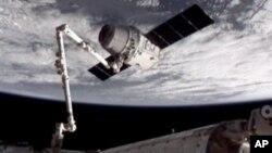 Беспилотная капсула Dragon компании SpaceX. 25 мая 2012 г.