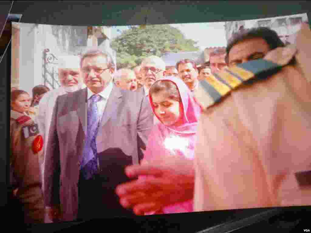 سال 2012 کی تصویر جب ملالہ نے کراچی میں اسکول کا دورہ کیا تھا