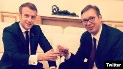 Predsednik Francuske Emanuel Makron i predsednik Srbije Aleksandar Vučić, u Parizu, 11. novembra 2019. (Foto: Tviter nalog Aleksandra Vučića)