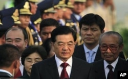 Chinese President Hu Jiantao, center, arrives at Phnom Penh International Airport, Phnom Penh, Cambodia, Friday, March 30, 2012. Hu on Friday arrived Phnom Penh on his four-day state visit to Cambodia.