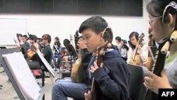 Neobični par u kineskom orkestru