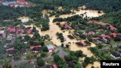 Foto Taman Nasional Kuala Tahan, Pahang, Malaysia yang terendam banjir, diambil dari udara (24/12).