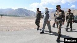 印度总理莫迪视察喜马拉雅拉达克地区。(2020年7月3日)